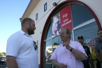Jean-Pierre Dumartin accueille Craig Smith au siège du club.