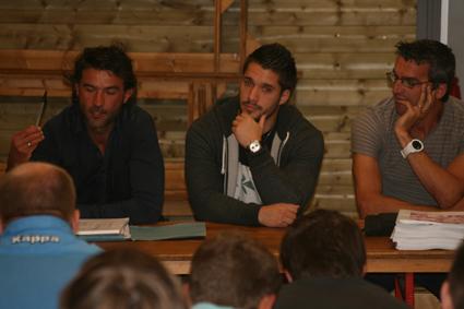 Mathieu Vergne, centre ou ailier venu de Lourdes, ici entre les coentraîneur Jérôme Labat et Olivier Toulouze, occupera en plus les fonctions de préparateur physique pour l'ensemble des seniors.