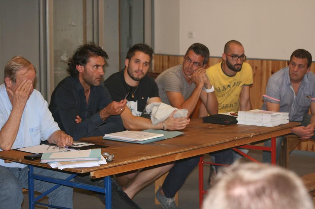 Jean-Pierre Dumartin (à gauche) et tous les membres du nouveau staff du SAH. De gauche à droite : Jérôme Labat, Mathieu Vergne, préparateur physique, Olivier Toulouze, entraîneur des arrières, Nicolas Ducournau et Nicolas Pons, entraîneurs de la B.