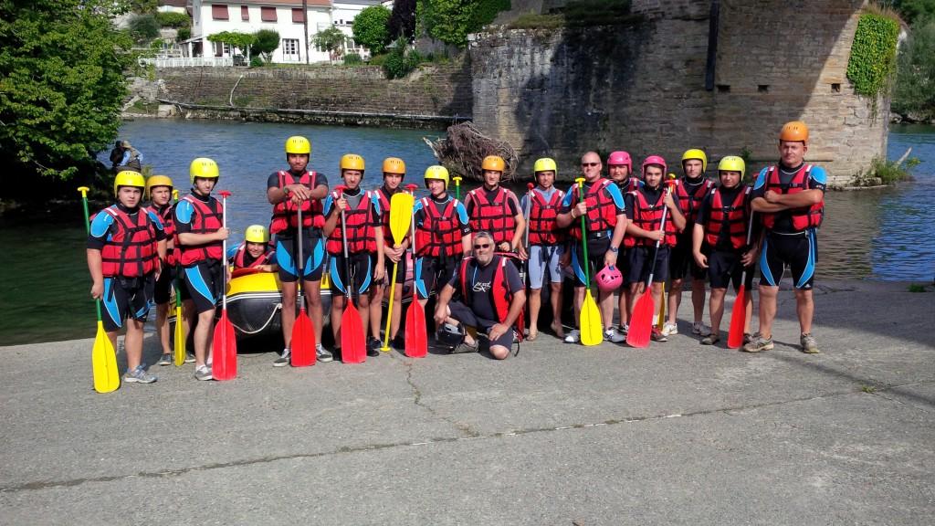 Les cadets fin prêts pour la descente du gave d'Oloron depuis Navarrenx.